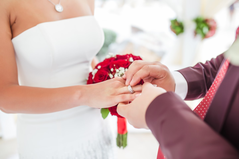 Картинки невесты одевающей кольцо
